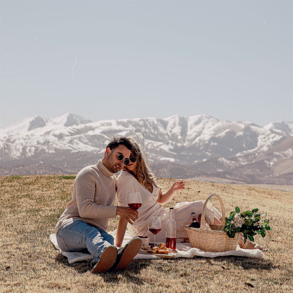 make your own wine kit brewsy photos of bree and stephen on a picnic at daybreak utah