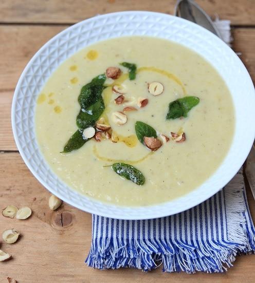 Sellerie-Suppe mit Lauch, Apfel und Sallbei