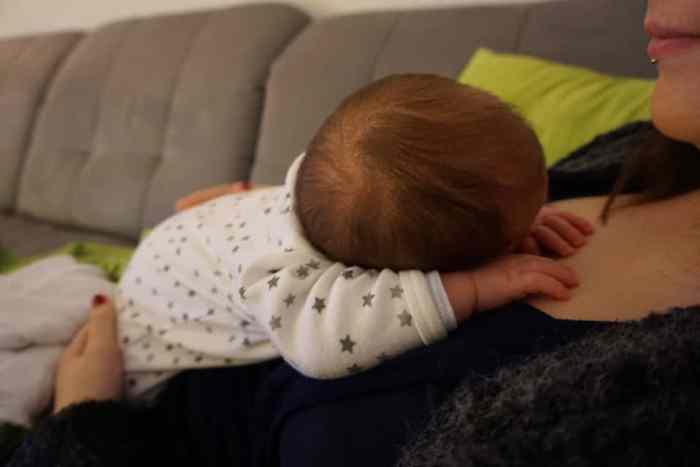Stillbeziehung zum Baby - Kuscheln mit Mama