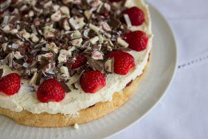 Erdbeer-Yogurette-Torte für alle Mamas