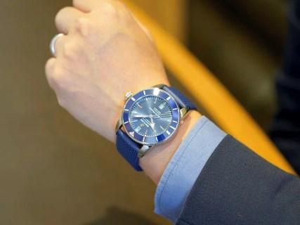 シンプルで清潔感のあるブルーが魅力的なダイバーズウォッチ!スーパーオーシャン ヘリテージ