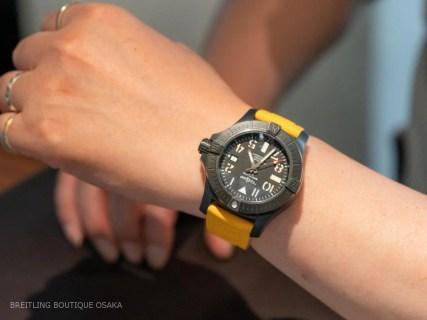 今、人気のラバーストラップに付け替えたお客様の時計をご紹介!