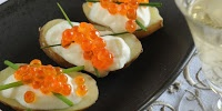 Canapés de rattes aux œufs de saumon