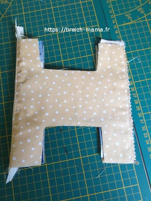 14 - Cranter l'excédent de tissu