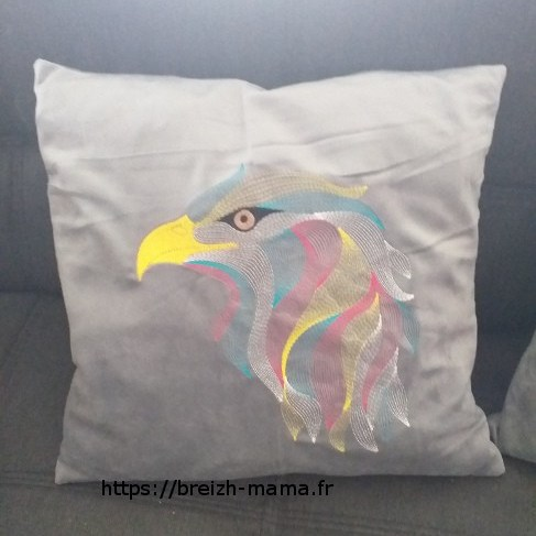 Coussins brodés motif aigle