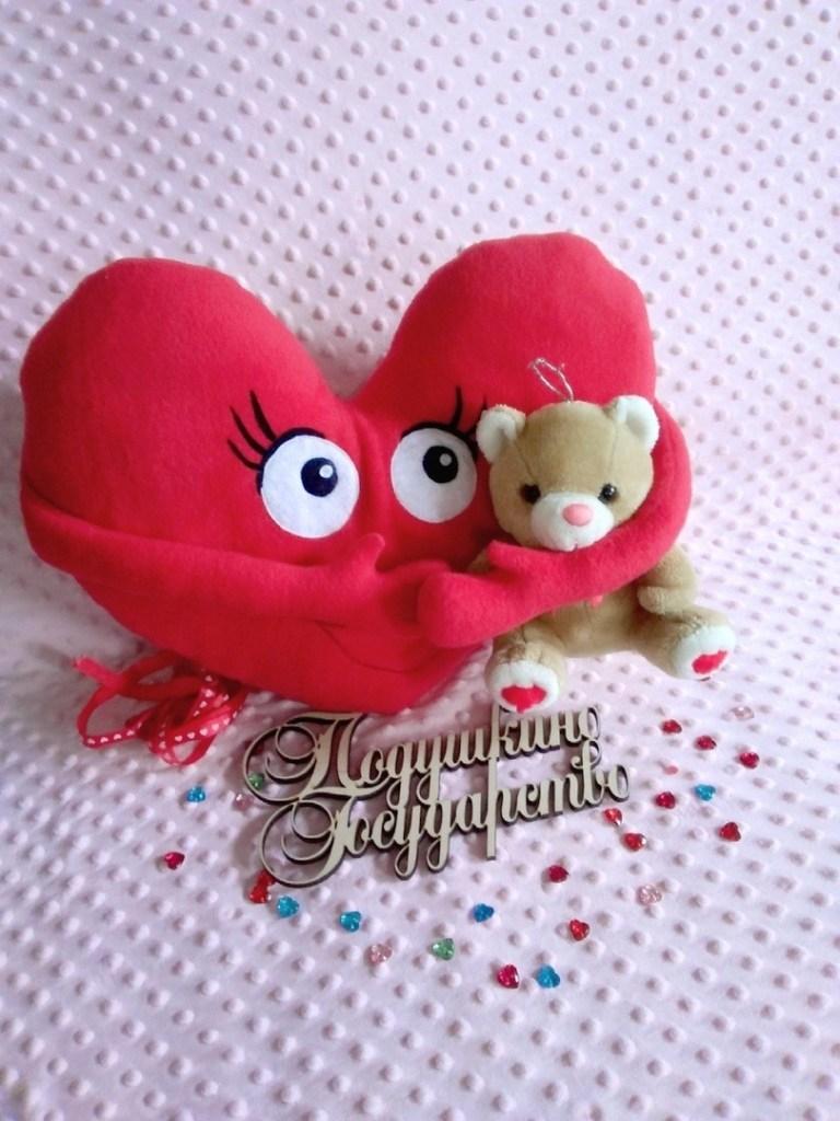 Coussin coeur avec bras