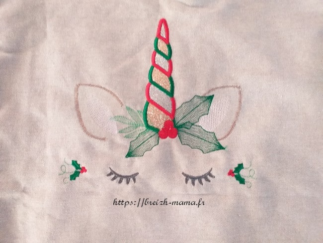 Broderie licorne de Noël