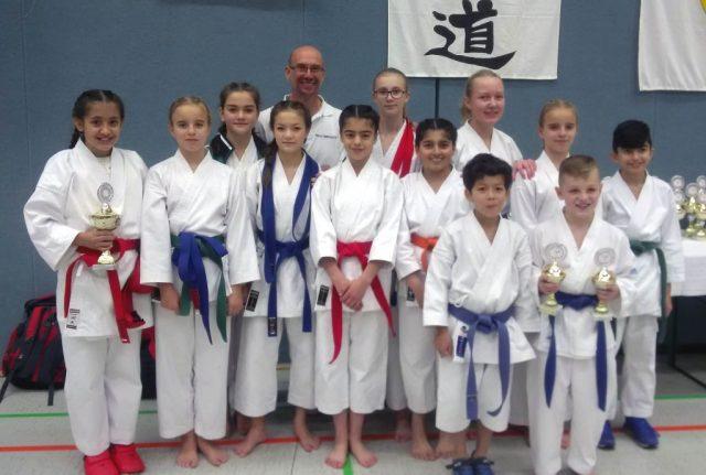 Die erfolgreichen SAV-Teilnehmer beim Saino-Cup mit Betreuer Marco Heißenbüttel