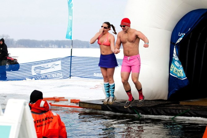 couple doing polar plunge