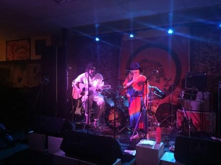 Brenda Layne singing at Hawaiian Brian's in Honolulu