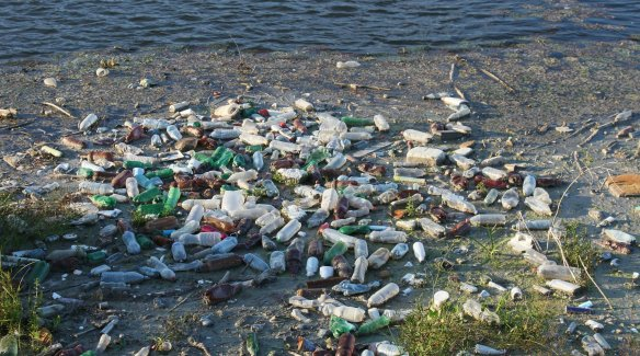 Plastic-garbage-at-the-sea