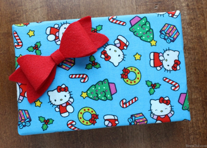 Beautiful Christmas bows are the perfect touch to any present. Learn how to make Christmas bows from felt with this easy Christmas bow tutorial.