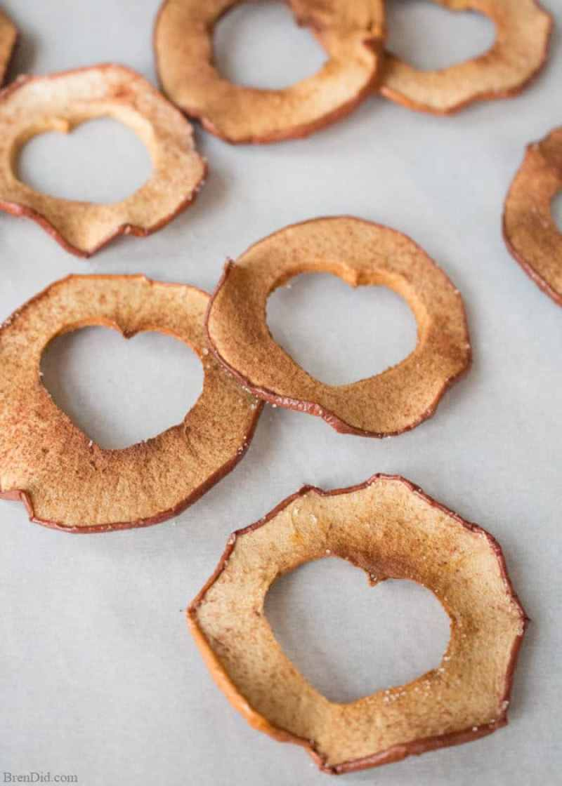 Healthy Oven Baked Apple Chips. Healthy snacks for kids, healthy valentine snacks, oven baked apple chips, apple chips
