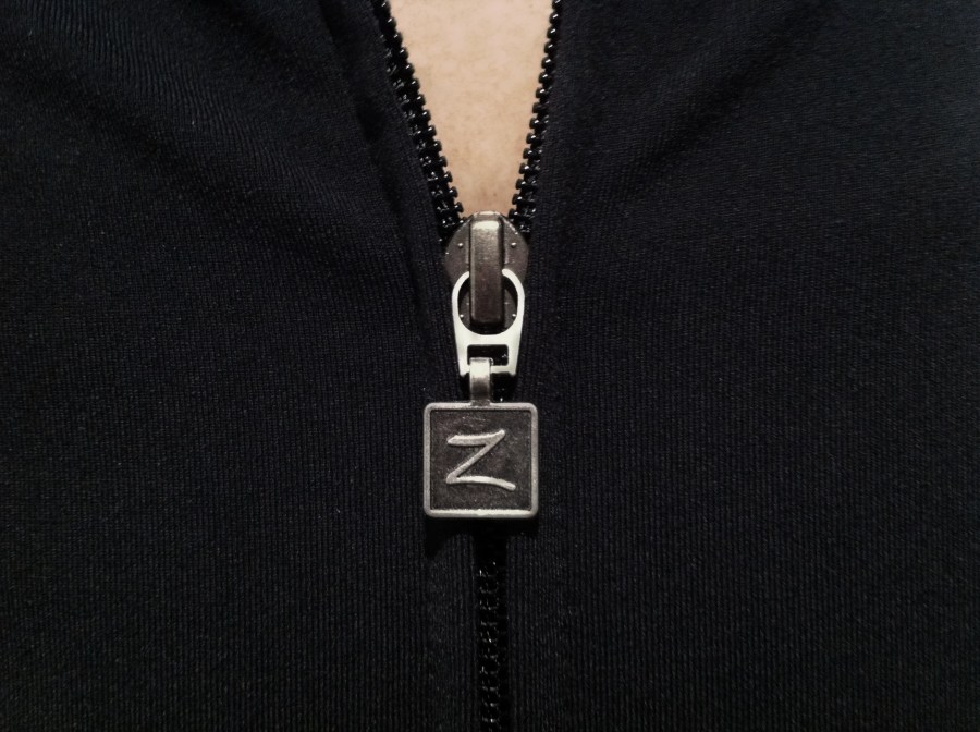 Zobha zipper pull