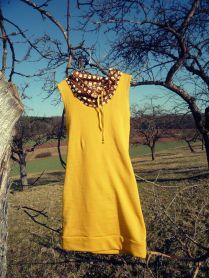 gelbes Kleid mit Eulen