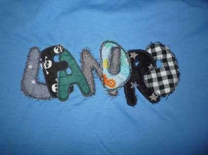 Name auf T-Shirt für große Jungs coole Buchstaben aus Stoff