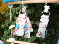 Brennender Schuh - Ausstellung in einem kreativen Garten in Gemünden, Einkaufs-Chip-Kuverts maritim
