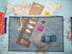 Brennender Schuh - Fliegengitter genäht als Innentasche mit Reißverschluss, Weltkarten-Stoff