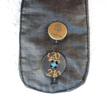 Brennender Schuh - Fake-Knöpfe an der Magnetverschluss-Lasche