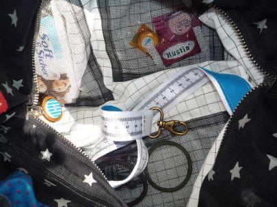 Brennender Schuh - Geldbeutel-Handy-Sicherungsband in der Handtasche