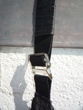 Brennender Schuh - verstellbarer Schultergurt, schwarze Zirkustasche