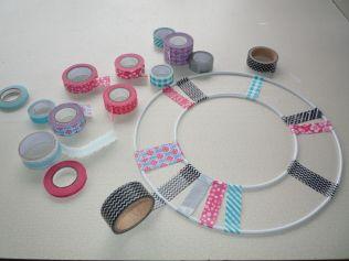 Brennender Schuh - Türkranz Fensterkranz Dekoration Washi Tape Masking Tape gebastelt kreativ schwarz pink blau