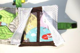 innenseite-stoffbuch-baby-versteckspiel-fuchs-fenster-mit-vorhang-aus-mesh-genaeht