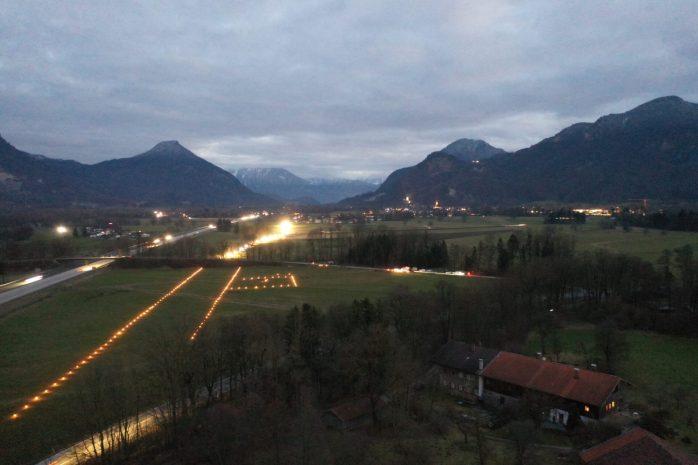 Die geplante Bahntrasse geht durch das dicht besiedelte Inntal – hier Brannenburg. Quelle: Bürgerforum Inntal