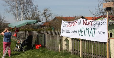 Selbst die ganz Alten machen sich auf, um mit den Kindern und Enkeln gegen den geplanten Brenner-Nordzulauf zu kämpfen. Quelle: Brennerdialog