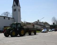 Die Bürgerinitiativen ziehen an einem Strang und ein Autokorso aus Kolbermoor fährt zu Unterstützung nach Grokarolinenfeld. Quelle: Brennerdialog