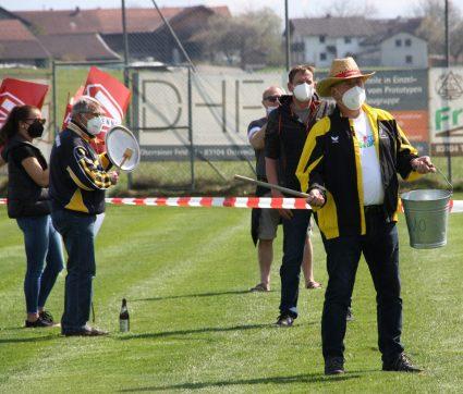 Gemeinsam protestieren die Menschen in Ostermünchen gegen den Brenner-Nordzulauf. Quelle: Brennerdialog