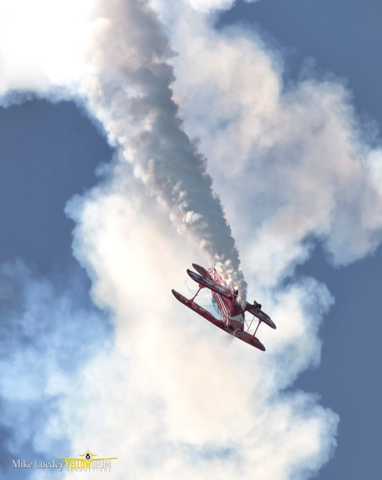 Pitts S-2B billowing thick airshow smoke!