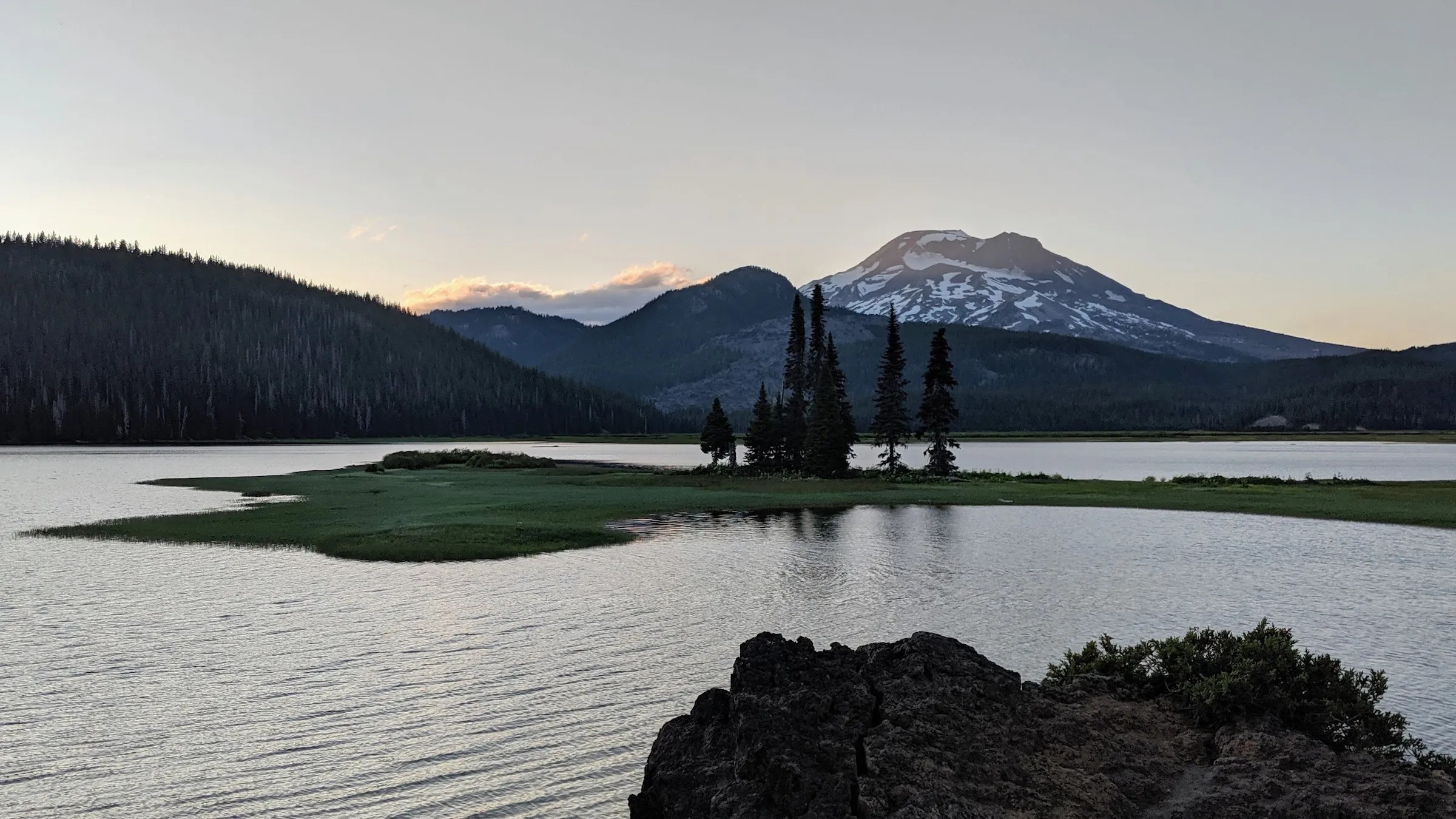 Sparks lake with South Sister and Broken Top in the distance