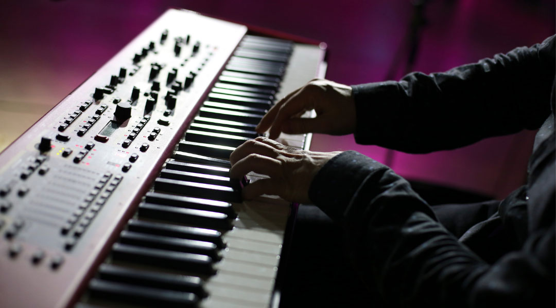 Piano-Synth-Composer-Songwriter-Rob