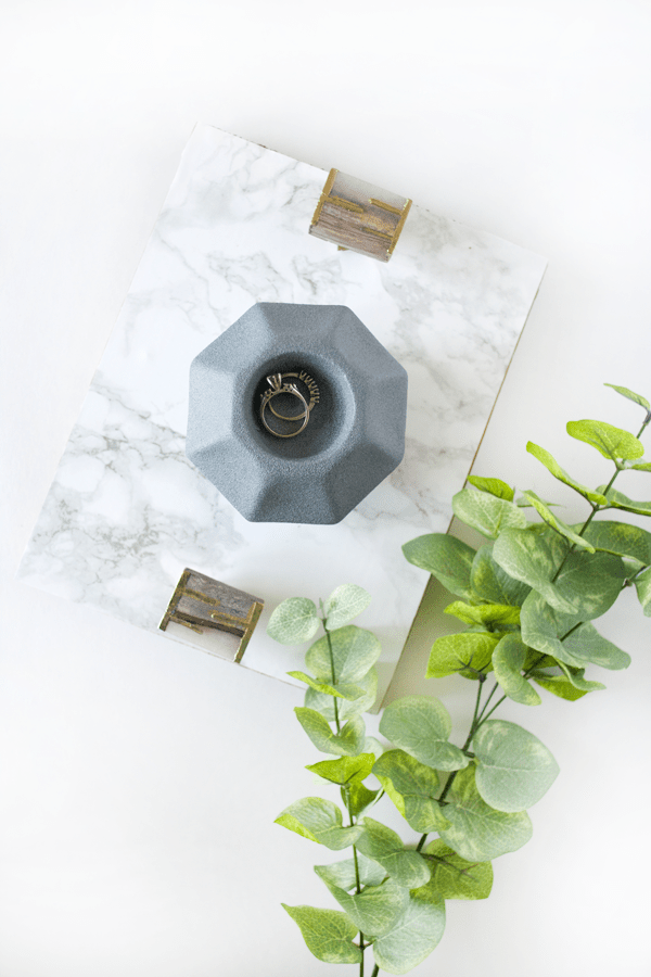 Love the concrete look but don't have the time to mix up a bucket? There's an easier way to get a beautiful concrete finish in seconds!