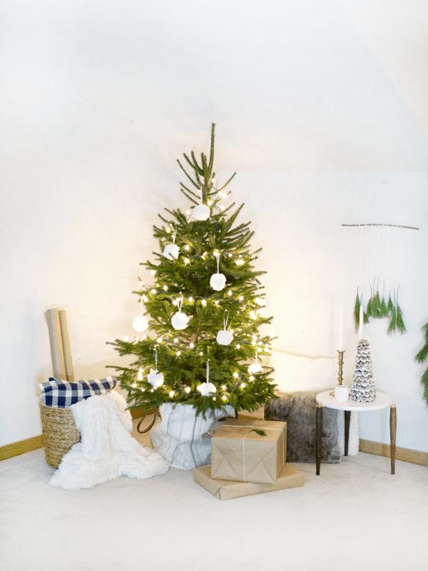 Neutral Modern Christmas Decor