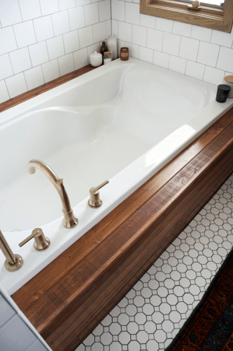 How to Install Wood Planking on a Bathtub