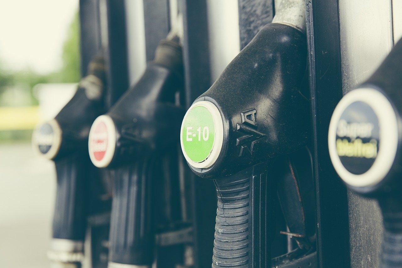 Benzinaio, foto generica da Pixabay