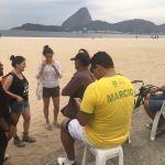 Super rencontre sur la plage de Flamengo avec des Carioca vraiment Sympas!