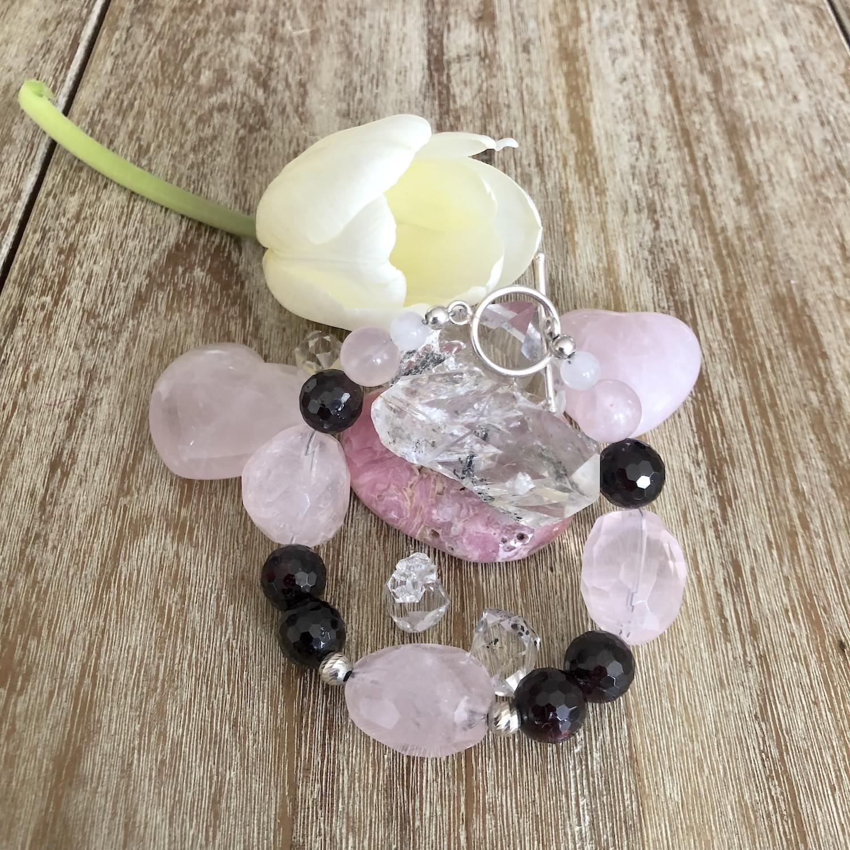 garnet_rose_quartz-love_passion_sexual_energy_gemstone-bracelet_02.min