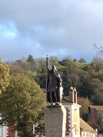 King Alfred salutes visitors to Winchester High Street