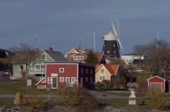 Sandvik mit der Mühle im Hintergrund.