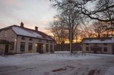 Haupthaus (links) und Gästehaus