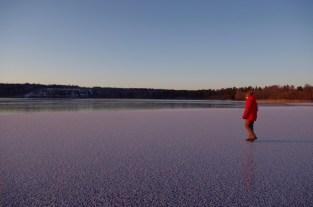"""Noch ca. 10 m bis zur Kante wo """"altes"""" weißes Eis auf klares neues Eis stößt."""