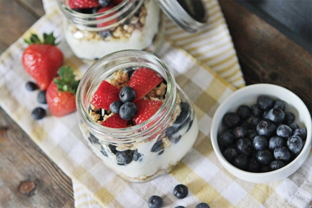 Brewed-Together-Easy-Yogurt-Parfait-Jar-Recipe-2