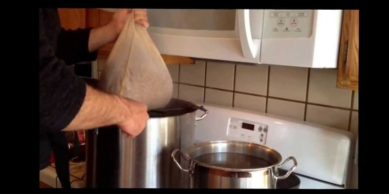 Brew in a bag method of brewing beer at home.