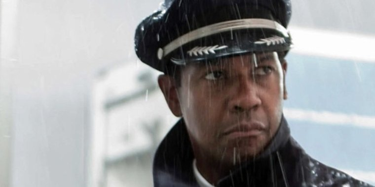 The actor Denzel Washington dressed as a pilot in the movie Flight.