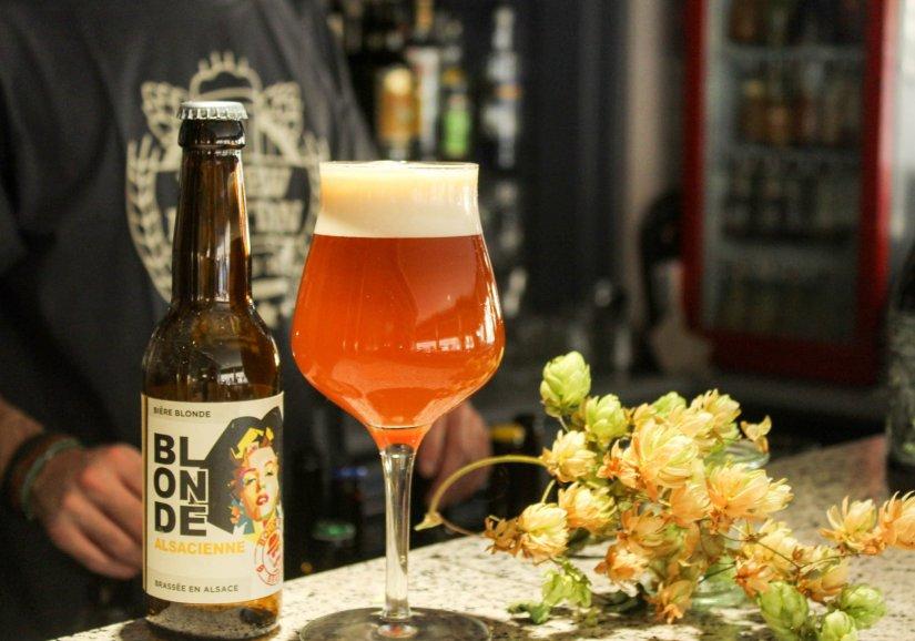 Du Houblon dans une bière