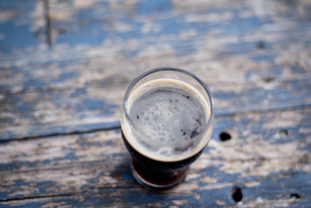 Image de bière brune