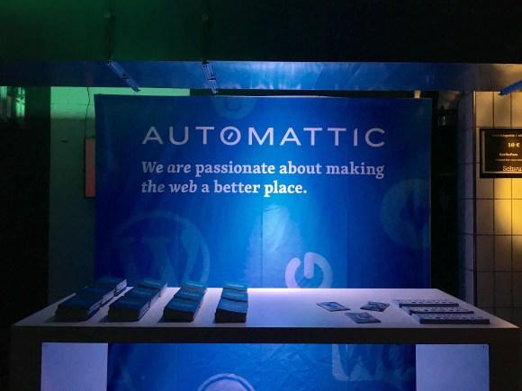 Automattic stand